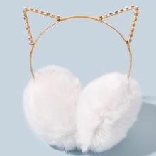 Flauschiger Ohrenbeschuetzer mit Katzenohr Design