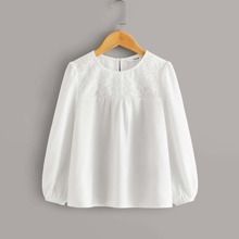 Maedchen Bluse mit Spitzen und Knopfen
