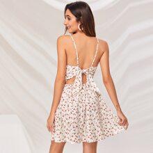 Cami Kleid mit Twist vorn, Band hinten, Bluemchen Muster und Peekaboo Muster