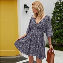 A-Linie Kleid mit Bluemchen Muster, tiefem Ausschitt und Band hinten