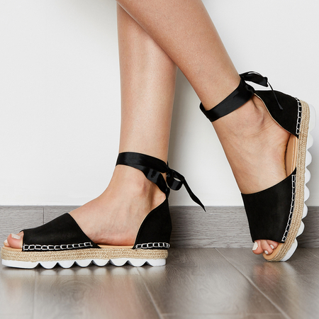 Yoins Lace-up Thick Sole Sandals in Black