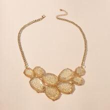 Halskette mit geometrischem Dekor