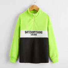 Pullover mit Neon Lime Einsatz, Buchstaben Grafik und halber Knopfleiste