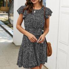 Kleid mit ueberallem Muster und Guertel