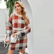 Pullover Kleid mit sehr tief angesetzter Schulterpartie und Plaid Muster ohne Guertel