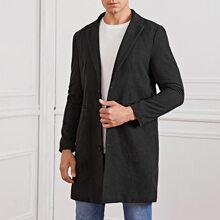 Maenner Mantel mit eingekerbtem Kragen und einreihigen Knopfen