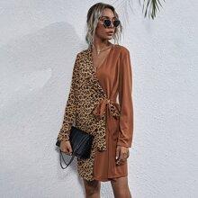 Wickelkleid mit Kontrast Leopard Muster und seitlichem Band