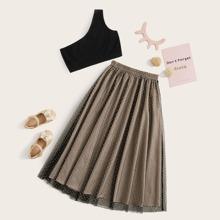Conjunto de niñas top corto con un hombro con falda con malla de lunares