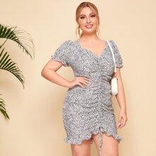 Kleid mit Puffaermeln, Rueschen, Kordelzug vorn, Raffungsaum und Dalmatiner Muster