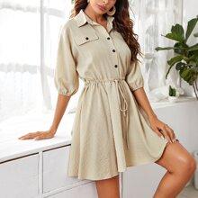 Kleid mit Fledermausaermeln, Kordelzug, Knoten und Knopfen vorn