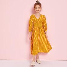Kleid mit Bischofaermeln, breitem Taillenband und Punkten Muster