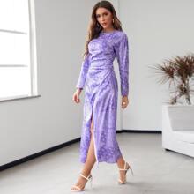 Kleid mit Paisley Muster, Ruesche und Schlitz