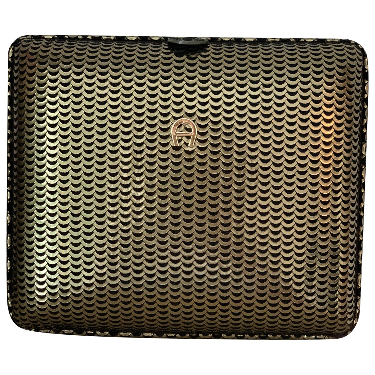 Aigner \N Clutch in  Gruen Leder