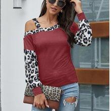 Pullover mit Leopard Muster und asymmetrischem Kragen