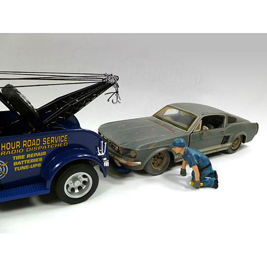 Tow Truck Driver/Operator Scott Figurine for 1/24 Scale Models by American Diorama