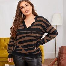 Pullover mit sehr tief angesetzter Schulterpartie und Zebra Streifen