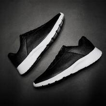 Maenner Sneakers mit Buchstaben Flicken und Band vorn