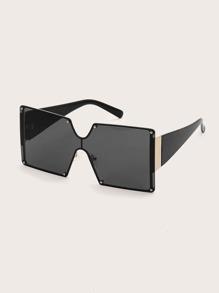 Rivet Decor Sunglasses With Case