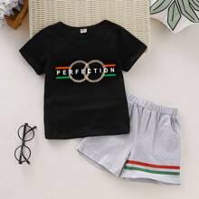 Kleinkind Jungen T-Shirt mit Buchstaben Muster und Shorts mit Streifen