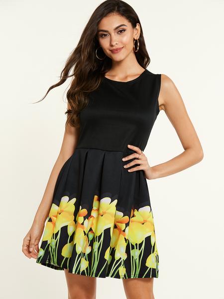 Yoins Black Random Floral Print Round Neck Sleeveless Pleated Dress