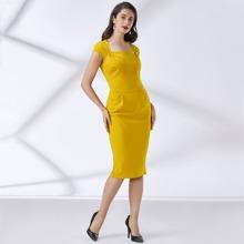 Einfarbiges Kleid mit quadratischem Kragen und Schlitz am Saum