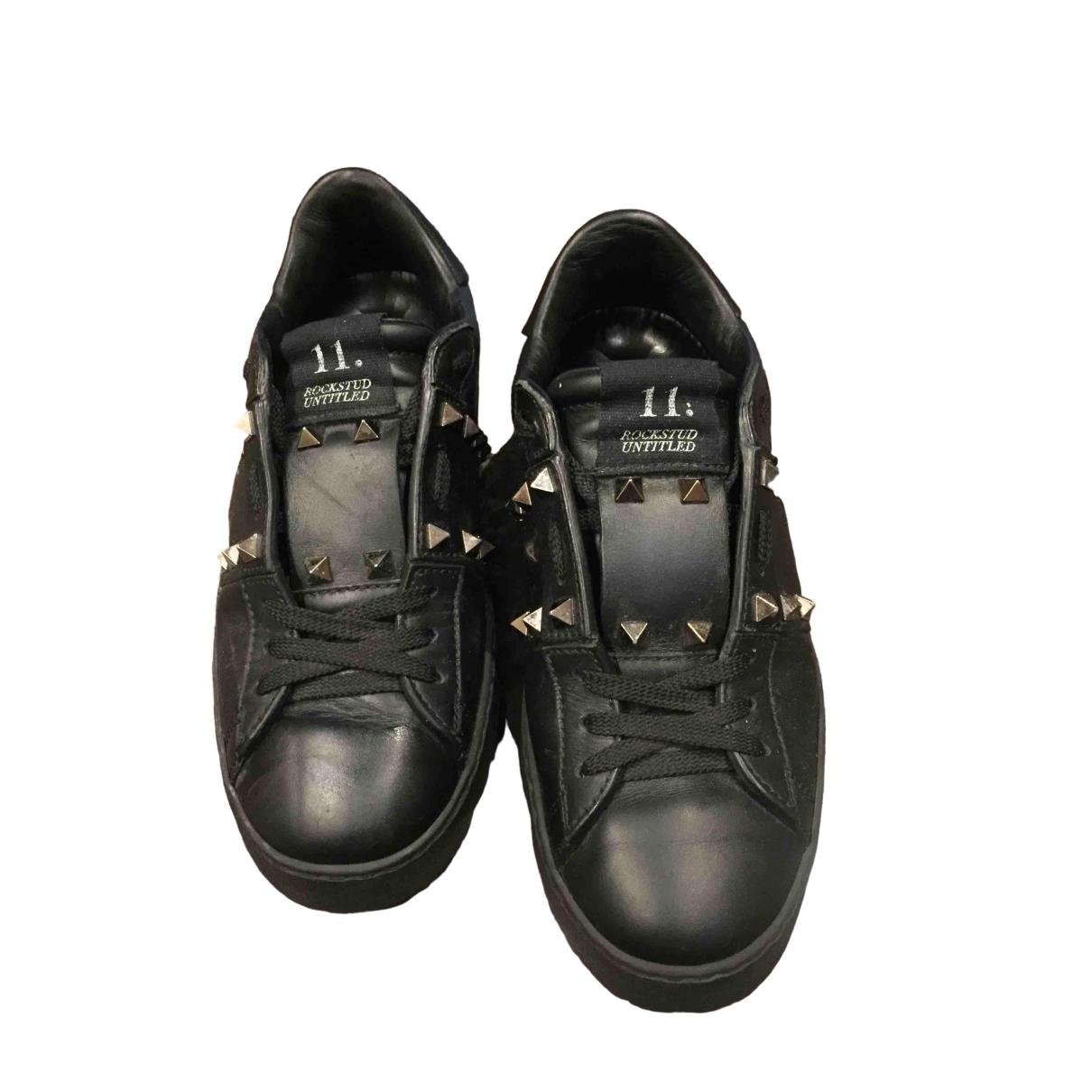 Valentino Garavani Rockstud Sneakers in  Schwarz Leder