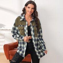 Mantel mit Taschen Klappe vorn, sehr tief angesetzter Schulterpartie und Karo Muster