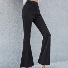 Hose mit Reissverschluss hinten und ausgestelltem Beinschnitt