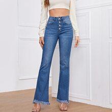 Jeans mit hoher Taille, Knopfen und Fransen
