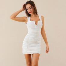 Lucra figurbetontes Kleid mit Reissverschluss hinten und Rueschenbesatz