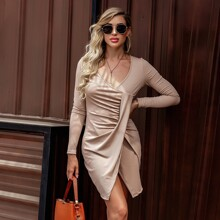 Rippenstrick Kleid mit V Kragen und Ruesche