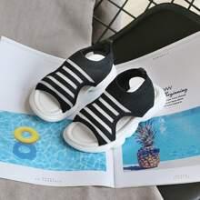 Sandalias de niñitas de rayas con abertura