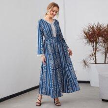 A-Linie Kleid mit Spitzenbesatz und komplettem Muster
