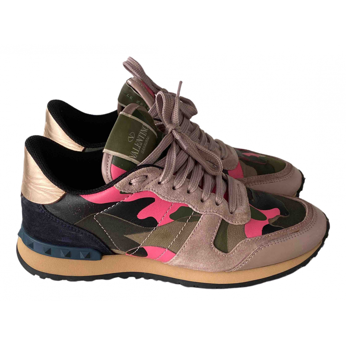 Valentino Garavani Rockrunner Sneakers in  Rosa Leder