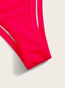Bikini mit Buegel und hohem Ausschnitt