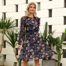 D&M Chiffon Kleid mit Spitzenbesatz, Raffung und Blumen Muster