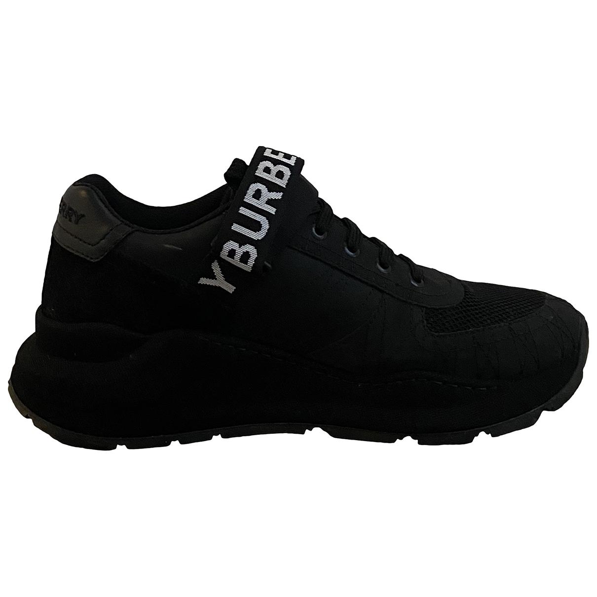 Burberry \N Sneakers in  Schwarz Leinen
