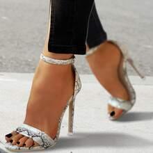 Sandalen mit Schlangenleder Muster und Stockelabsatz