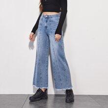 Jeans mit umgesaeumtem Saum und breitem Beinschnitt
