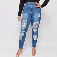 Schmale Jeans mit Riss Detail