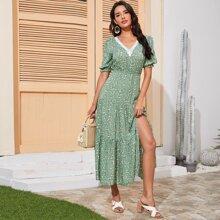 Kleid mit Bluemchen Muster, Spitzenbesatz, V Kragen und Schlitz