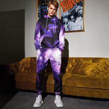 Conjunto capucha de tie dye con pantalones deportivos