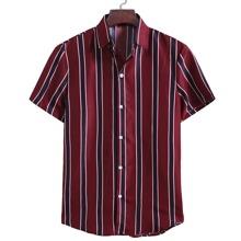 Hemd mit Streifen und Knopfen
