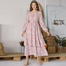 Kleid mit Blumen Muster, Spitzenbesatz und mehrschichtigem Saum