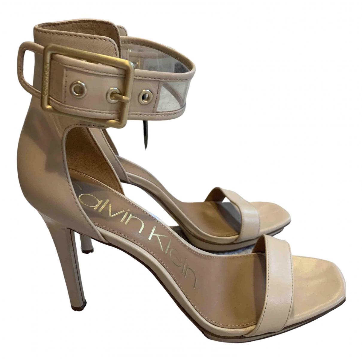 Calvin Klein \N Sandalen in  Beige Leder