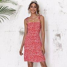 Sommerkleid mit Bluemchen Muster, geraffter Rueckseite und Knoten