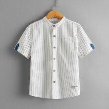 Shirt mit gerollten Ärmeln, Flicken Detail und Streifen