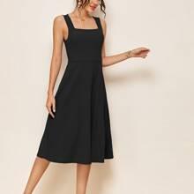 Einfarbiges Kleid mit dickem Riemen und hoher Taille