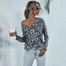 Camiseta de hombros caidos escote V de leopardo