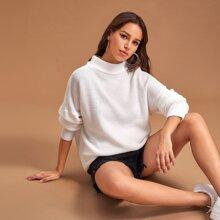 Pullover mit Stehkrtagen und sehr tief angesetzter Schulterpartie